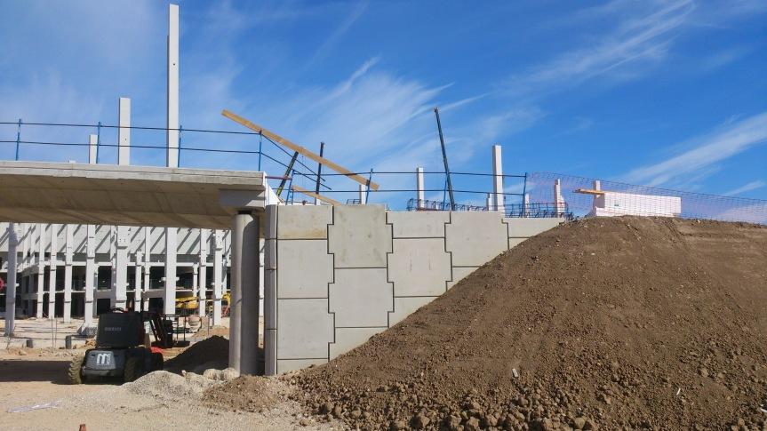 Construcción de muros de contención detierras.